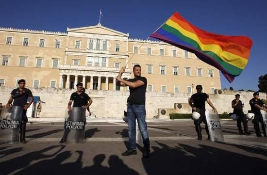 """Syriza'nın LGBT hakları için """"uzun ve çetrefilli"""" yolu"""