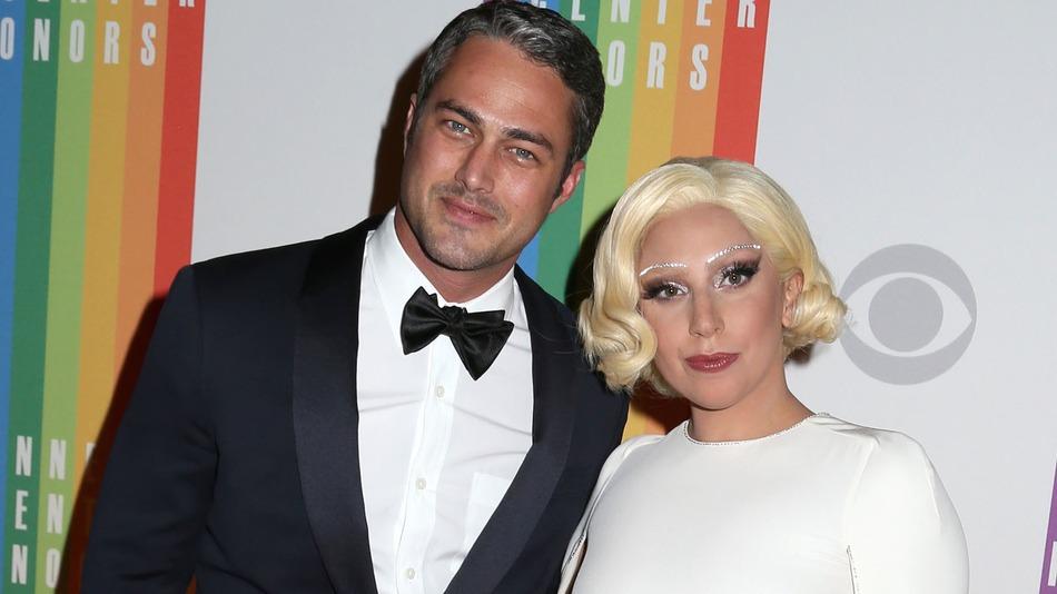 Lady Gaga Nişanlandı!