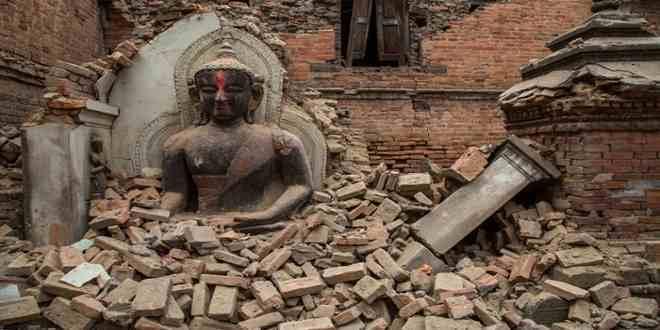 Nepal Depreminden Kurtarılan Eşcinsel Babalar