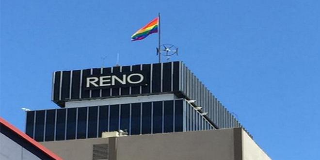 Reno Şehrinde ABD Bayrağı Yerine Asılan Gökkuşağı Bayrağı