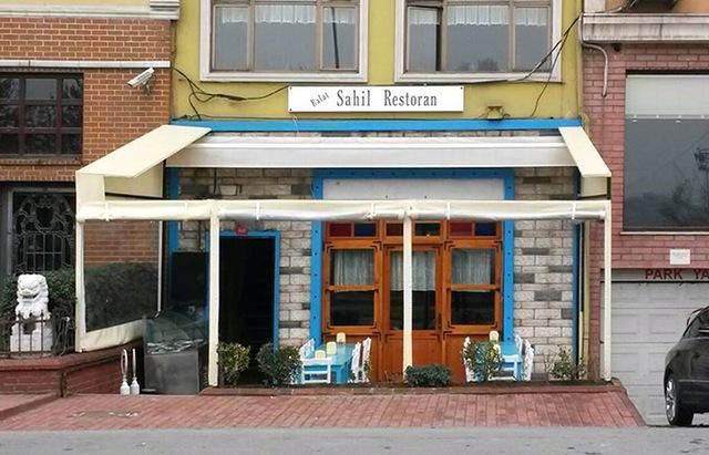 """Yeşilçam atmosferinde rakı-balık muhabbetleri: """"Balat Sahil Restoran"""""""