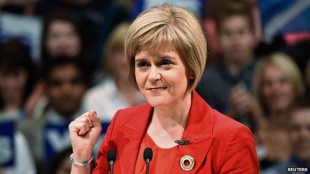 İskoç Başbakanı Eşcinsel Evliliğe Aracı Oldu