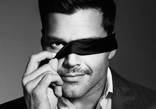 ricky-martin-blindfold