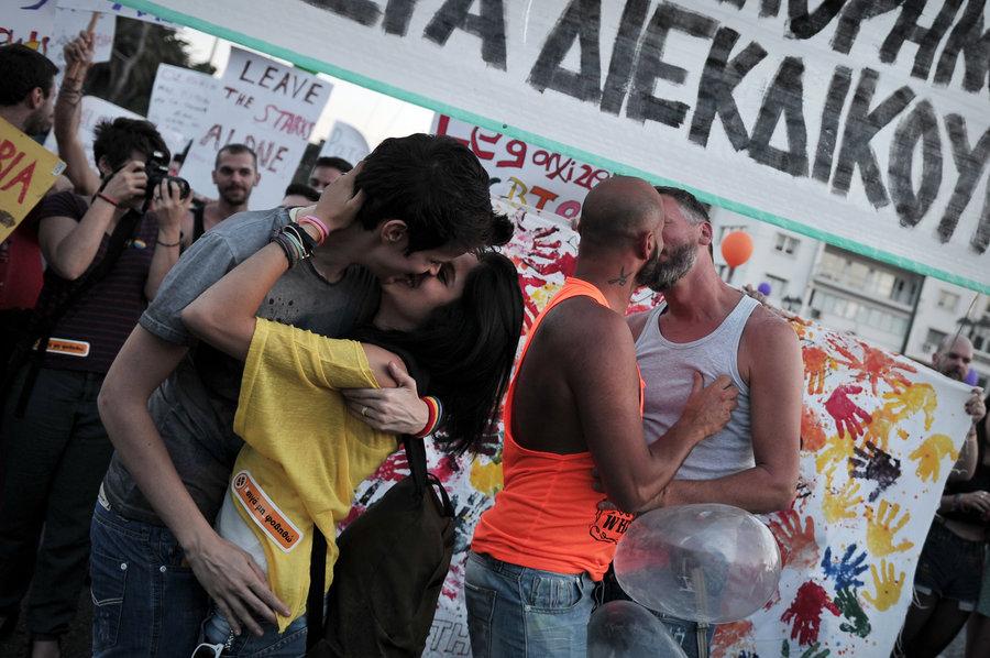 Yunanistan'da LGBT Çiftlere Sözleşme Geliyor