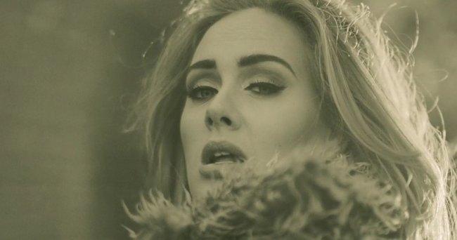 Adele Yeni Şarkısı Hello ve Klibiyle Karşınızda