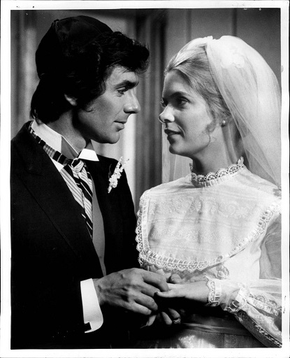 Eylül 1972 David Birney Meredith Baxter Remarriage Bernie (David Birney) and Bridget (Meredith Baxter) agree to their parent's request that they be remarried in a religious ceremony, but the problem is -- by a priest or a rabbi? The dilemmma is on Bridget Loves Bernie, at 8:30 p.m. Saturday on Channel 7.