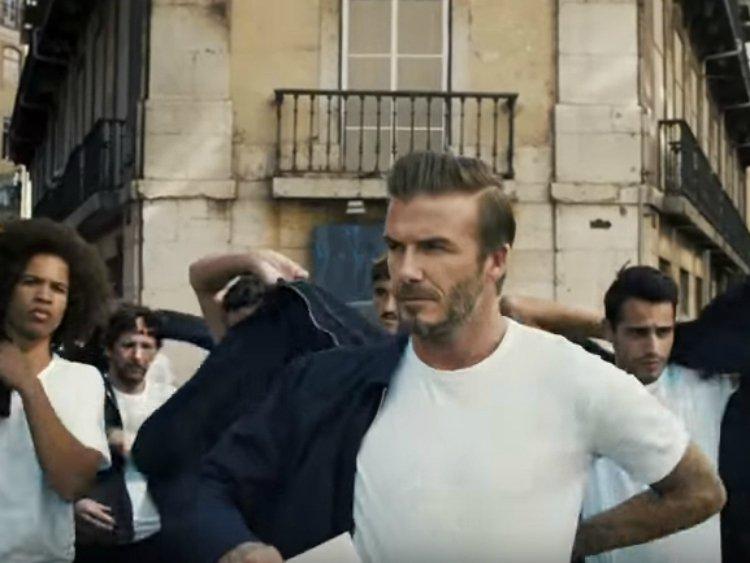 İzleyin: David Beckham Yeni H&M Kampanyasında Herkesi Soydu