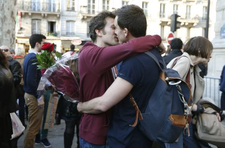 A gay couple kisses as people gather to celebrate after the French parliament approved a law allowing same-sex couples to marry and to adopt children, in Paris April 23, 2013. French lawmakers passed a bill on Tuesday, a flagship reform pledge by the French president which sparked often violent street protests and a rise in homophobic attacks. The law legalises gay marriage and gives gay and lesbian couples adoption rights.   REUTERS/Charles Platiau  (FRANCE – Tags: POLITICS SOCIETY) – RTXYX5I