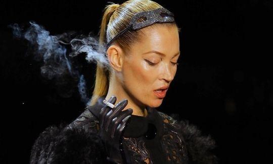 kate-moss-cigarette-paris-fashion