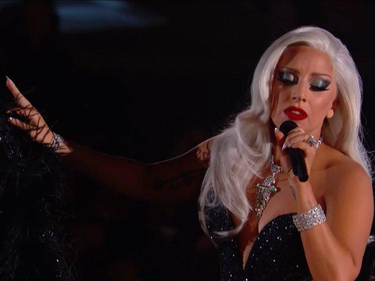 Lady Gaga Super Bowl'da Ulusal Marşı da Söyleyecek