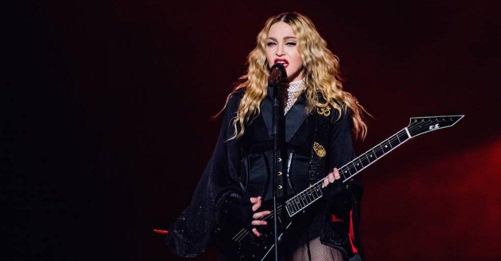"Madonna Tarihte İlk Defa ""Take a Bow"" Söyledi."