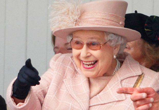 Kraliçe Eşcinsel Evliliğe Karşı mı?