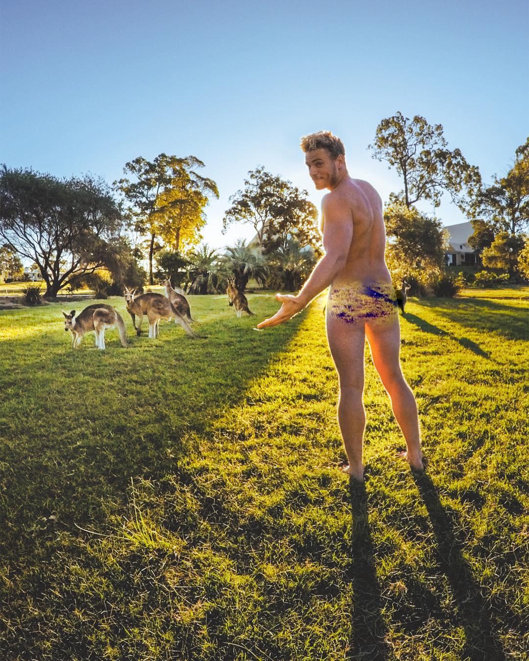 Gus Kenworthy Kangurularla Birlikte Çıplak Poz Verdi