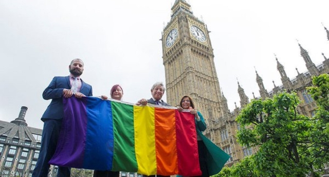 Meclis Binası Londra Onur Geçitinde LGBT+ Bayrağı Asacak