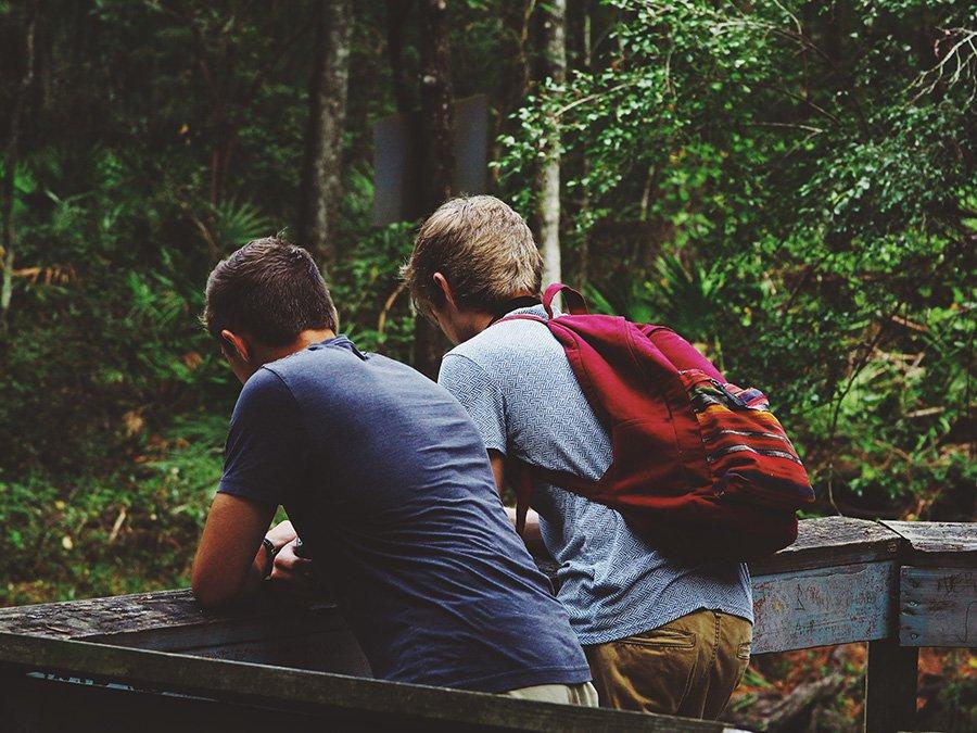 Arkadaşınızın Gay Olduğunu ve Açılacağını Gösteren 3 İbare