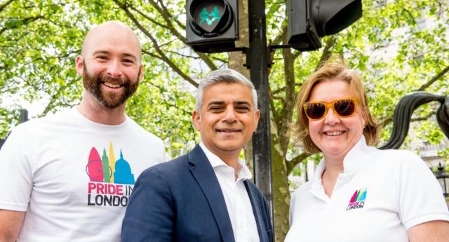 Londra Trafik Işıkları LGBT Dönüşümü Geçiriyor