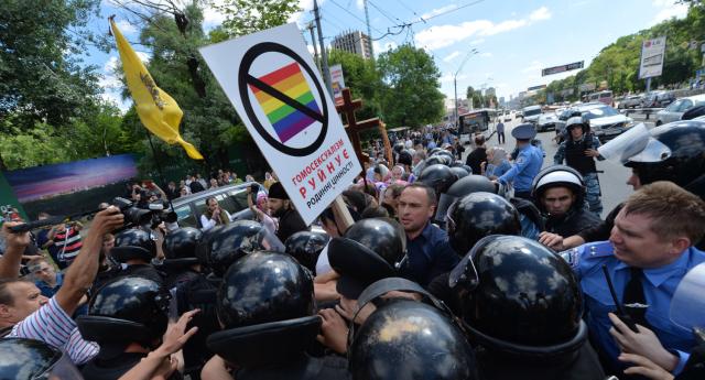 Politikacılar Neo-Nazi Tehditine Rağmen LGBT'nin Yanında