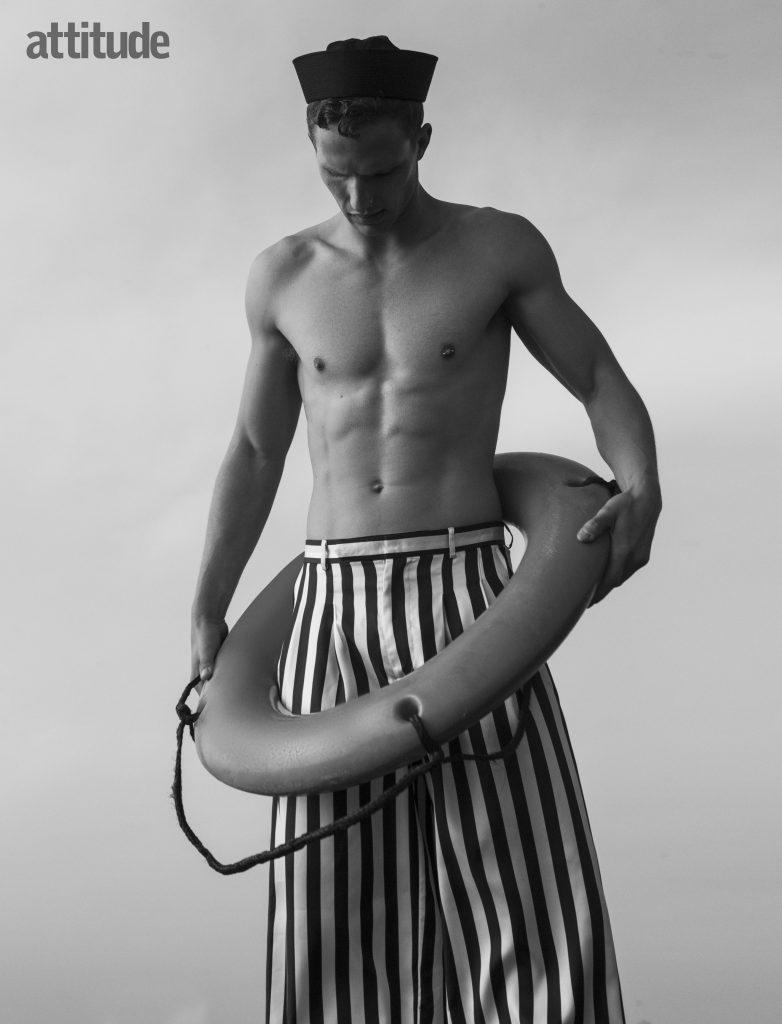 Nathaniel Visser'den Seksi Denizci Pozları