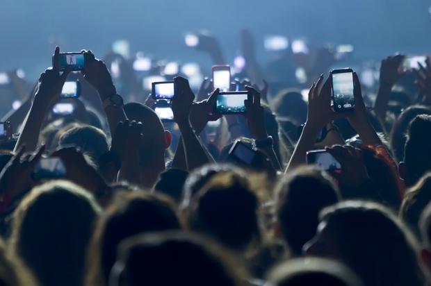 Apple, Konserlerde Fotoğraf ve Video Çekimini Engelleyecek!