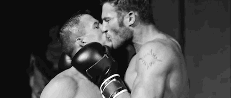 Versace Yeni Parfümü İçin Homoerotik Reklam Çekti