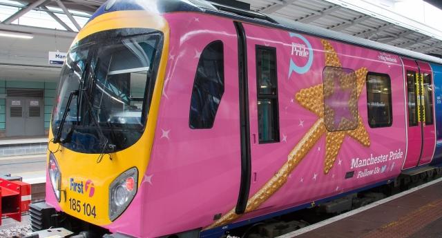 Trenler Manchester Onur Yürüyüşü İçin Pembeye Boyandı