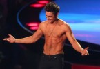 Zac-Efron-Shirtless-2014-MTV-Movie-Awards-1024x641