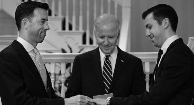 Joe Biden Kendi Evinde İlk Kez Gay Bir Çiftin Nikahını Kıydı
