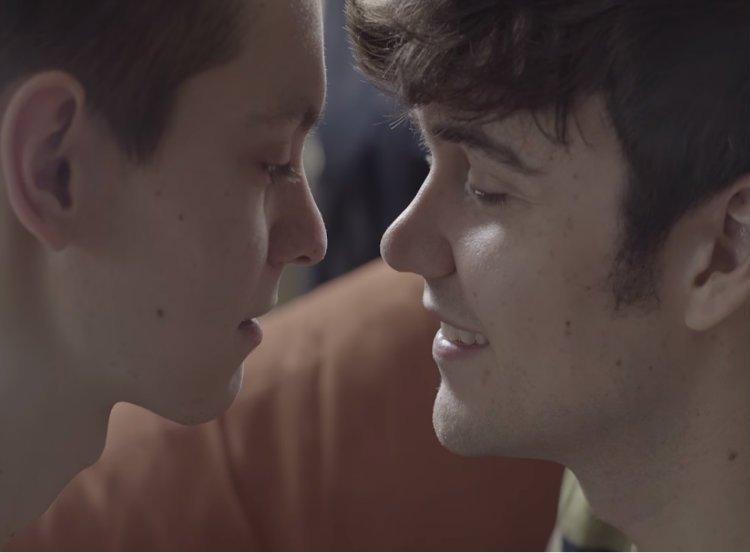 Yeni Dizi Feral, Güneyli Gaylerin Aşkını Anlatacak