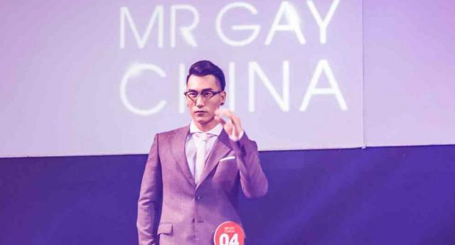 Çin'in İlk Mr. Gay'i Tacını Taktı