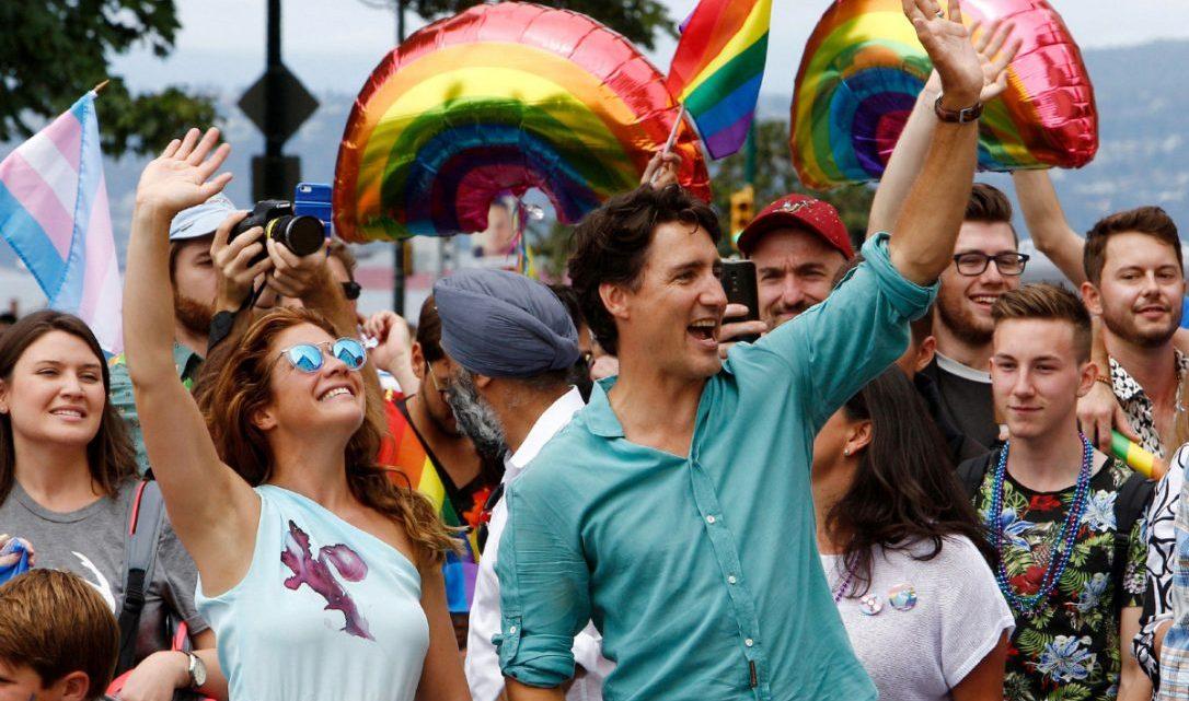 Trudeau Vancouver Onur Yürüyüşü'ne Katılan İlk Başbakan Oldu