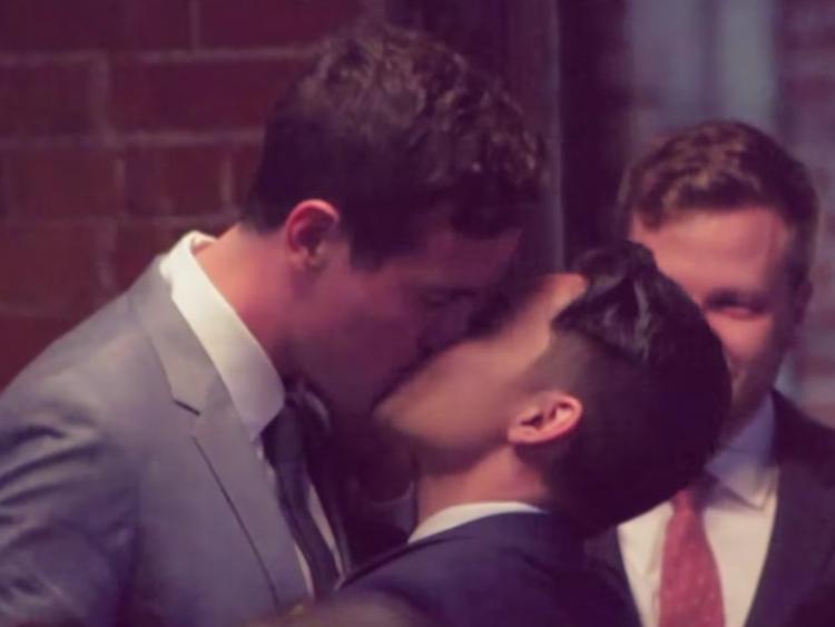 Youtube Yıldızı, Duygusal Bir Kliple Erkek Arkadaşıyla Evlendi