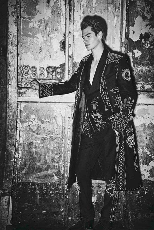 Andrew-Garfield-LUomo-Vogue-Ellen-Von-Unwerth-06-620x929