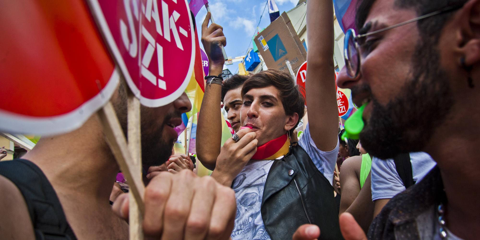 İstanbul LGBTİ'ye 'Ofisi Boşaltın, Ortağım Çok Muhafazakar!'