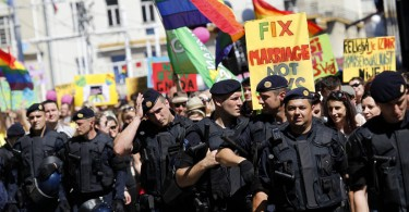 Riot police secure a gay pride parade in Zagreb June 16, 2012. About a thousand participants attended the Zagreb Gay Pride parade.    REUTERS/Antonio Bronic (CROATIA - Tags: SOCIETY) ORG XMIT: ABR108