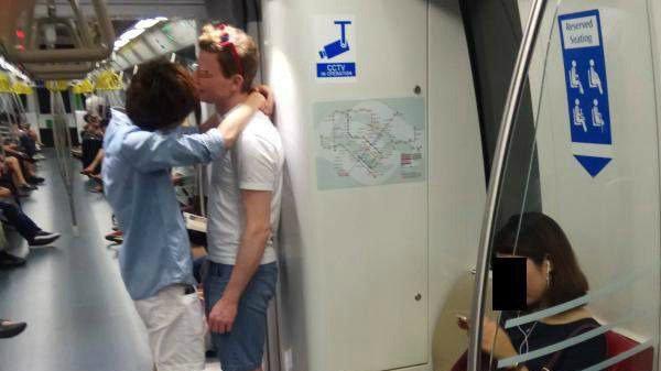 Gay Çift, Singapur'daki Eşcinsellik Karşıtı Makale Yüzünden Homofobiyle Yüzleşti