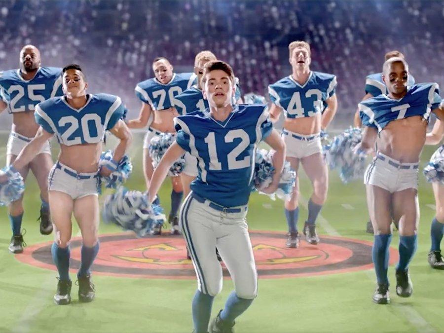 Gay Super Bowl Olsa Nasıl Olurdu?