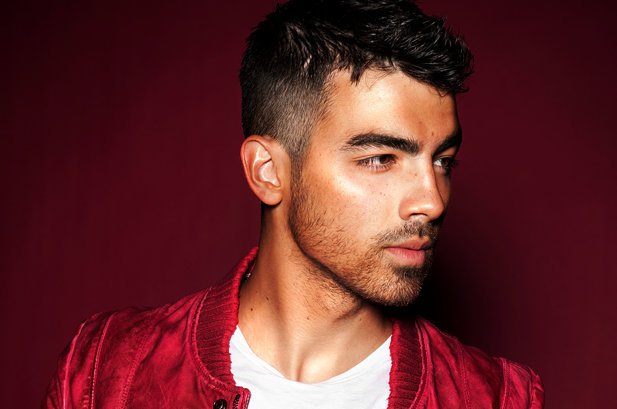 Joe Jonas 'George Clooney ve Daniel Craig İle Sevgili Olmak İsterim..'