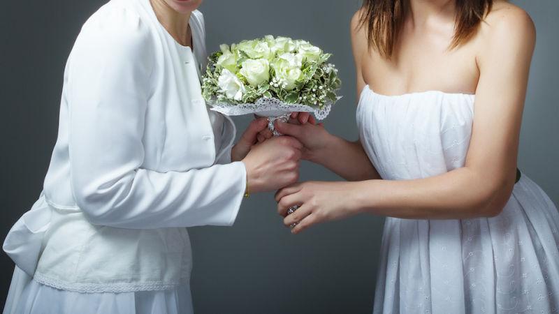 Evlenen İki Rahibe 'Tanrı İnsanların Mutlu Olmasını İster..'