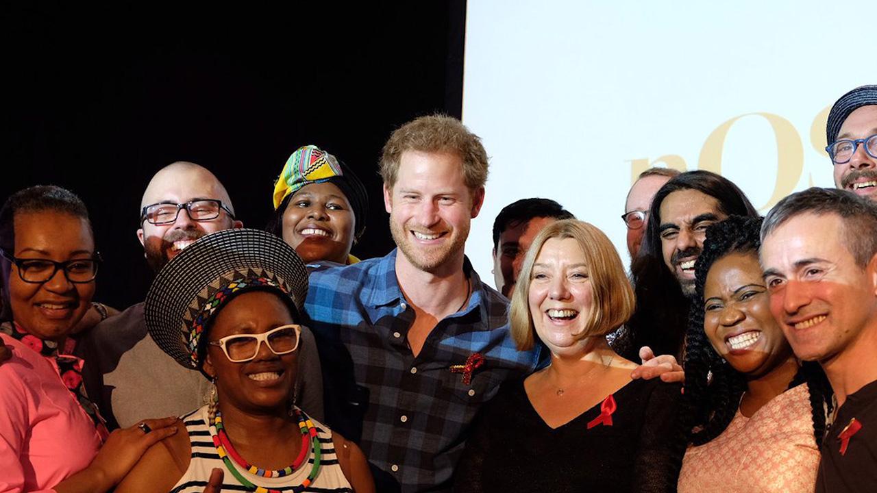 Prens Harry 'Annem, AIDS'ten Ölen Birinin Elini…'