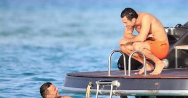 ricky-martin-and-boyfriend-jwan-yosef-vacation-on-a-boat-in-ibiza-21