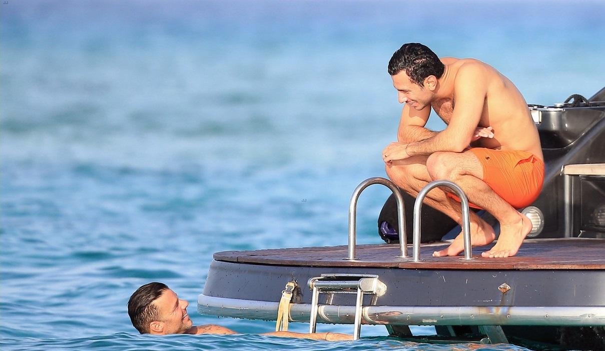 Ricky Martin Bir Fotoğraf Paylaştı Yer Yerinden Oynadı!