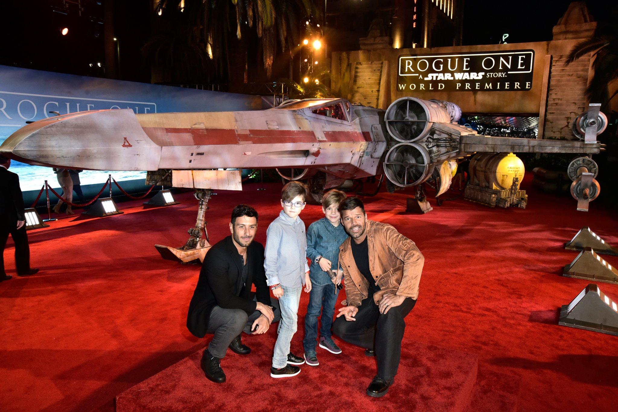 Ricky Martin ve Yakışıklı Ailesi Star Wars Filminin Galasına Katıldı