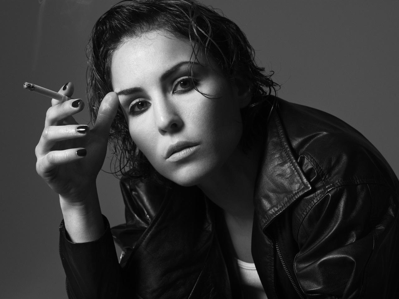 monochrome-noomi-rapace-photos-18360-18910-hd-wallpapers