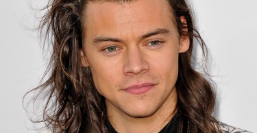 Singer Harry Styles of One Direction arrives at the 2015 American Music Awards at Microsoft Theater on November 22, 2015 in Los Angeles, California.