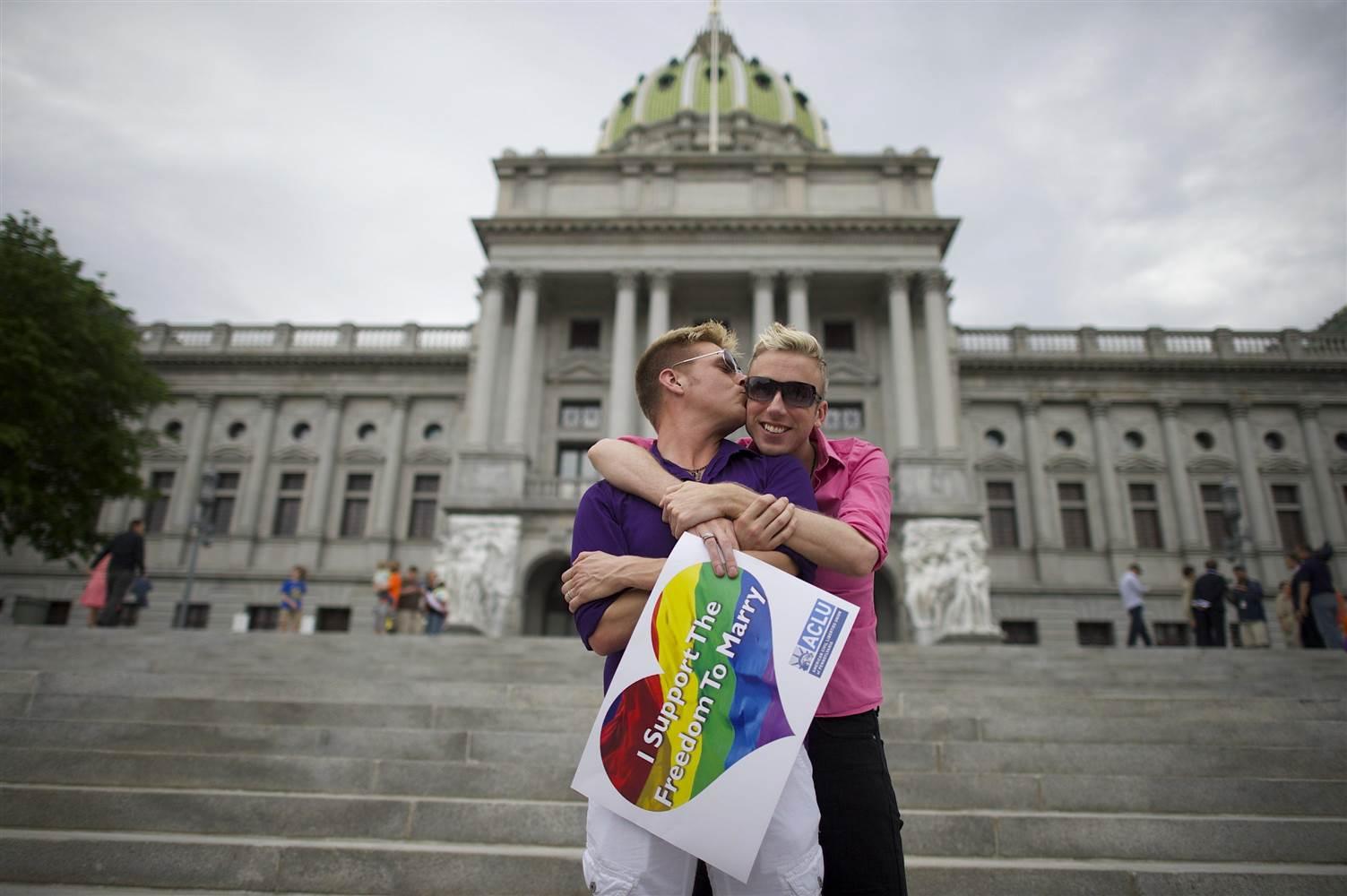 140521-gay-marriage-pennsylvania_0c36543fef5ed222665644728afcc50f.nbcnews-ux-2880-1000