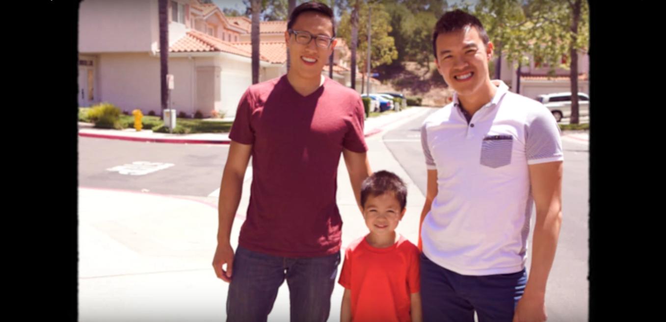 İzleyin: Evlat Edinen Eşcinsel Babalara Sevimli Bir Film
