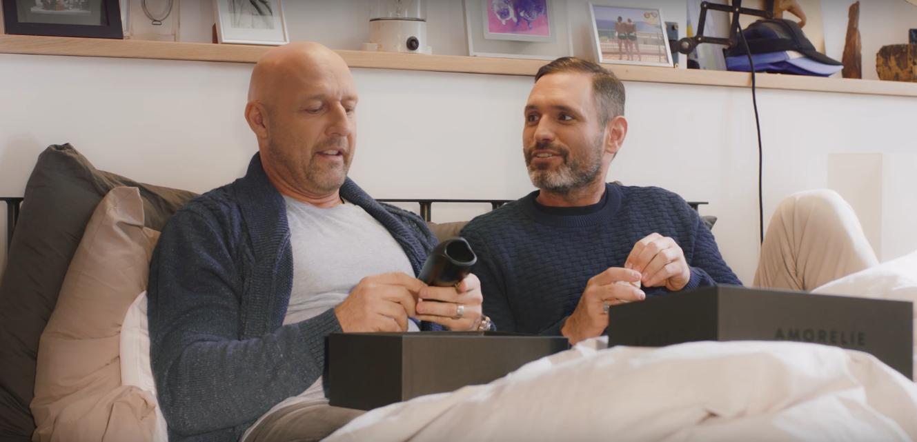 İzleyin: Eşcinsel Bir Çift Seks Oyuncaklarını Tanıttı Almanya Birbirine Girdi!