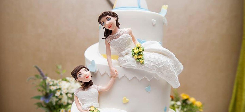 Ale-and-Eva-real-lesbian-wedding-cake-copyright-Paola-De-Paola-Photography-via-The-Gay-Wedding-Guide