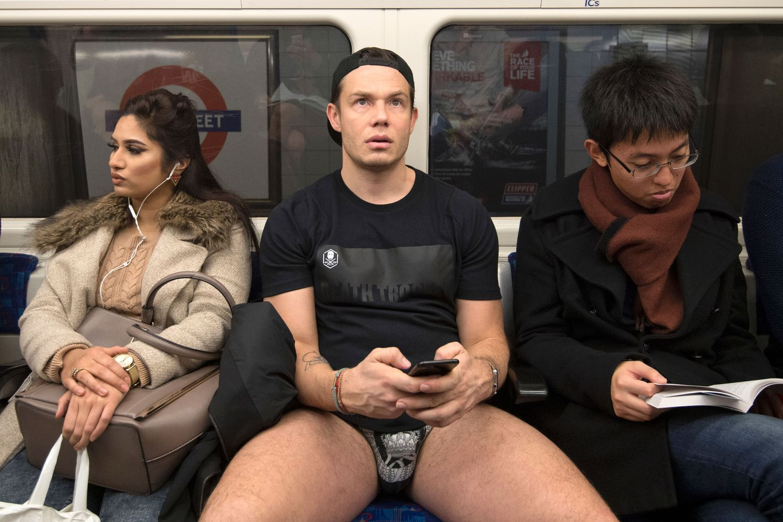 Yılın En Eğlenceli Etkinliği 'Pantolonsuz Metro Turu'