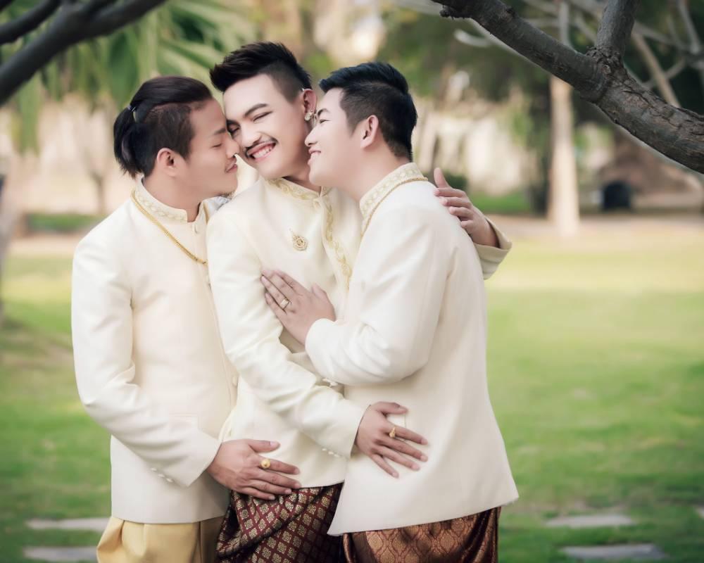 Tayland'da Üçlü Evlilik!